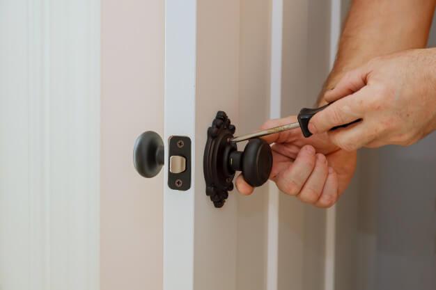 確認門能不能安裝電子鎖